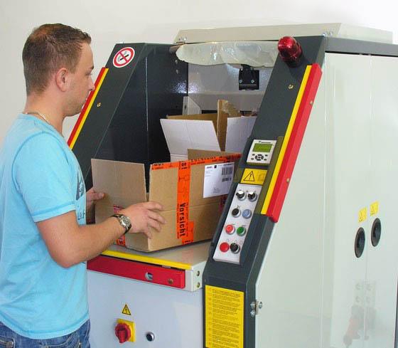 Compactor de deseuri in role CDR 400 - compactare cutii de carton