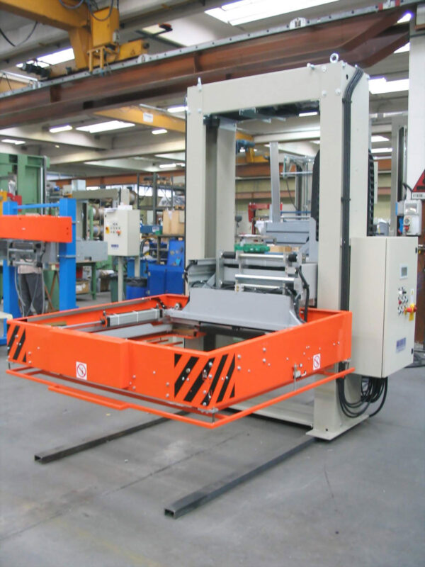 Horizontal straping machine with compactor LM 011MM