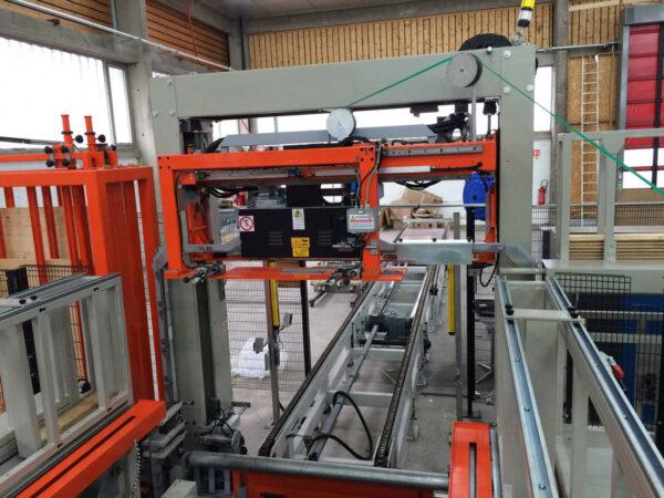 Maşină verticală de legat cu bandă pentru pal si cherestea LM 05A